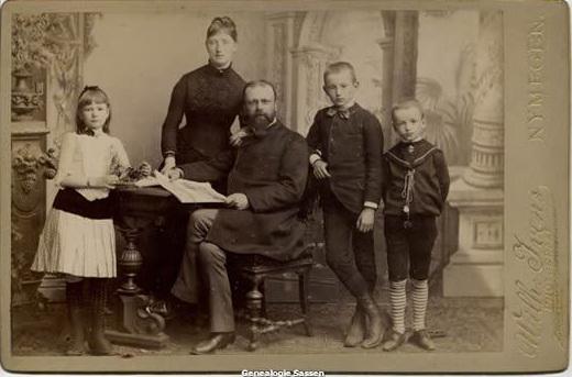 1 juli 1887: Ferdinand en Caroline met hun kinderen Rudolph,  Clementine en Lodewijk